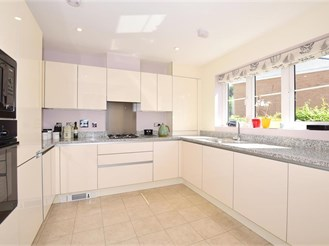 3 bedroom semi-detached house in Tadworth