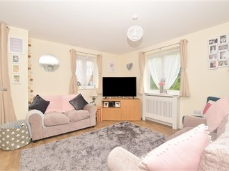 2 bedroom ground floor flat in Faygate, Horsham