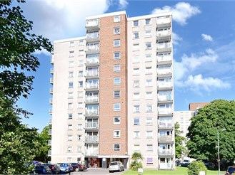 2 bedroom fifth floor flat in Sutton