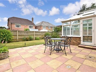 2 bedroom detached bungalow in Southwater, Horsham