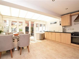 4 bedroom end of terrace house in Redhill