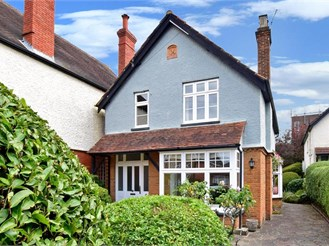 3 bedroom detached house in Dorking