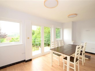 4 bed semi-detached house in Brighton