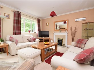 4 bedroom chalet bungalow in Whyteleafe