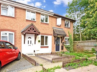 2 bedroom terraced house in Crawley