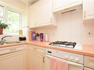 1 bed second floor apartment in Redhill