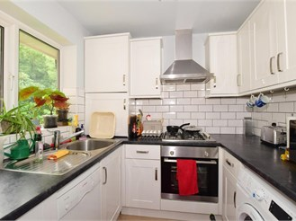 2 bedroom top floor flat in Whyteleafe