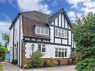 4 bedroom semi-detached house in Old Coulsdon