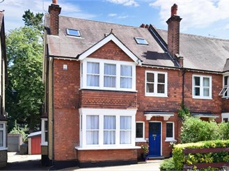 5 bedroom semi-detached house in Purley