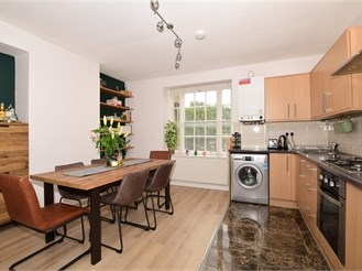 2 bedroom first floor converted flat in Sutton