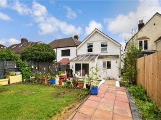 4 bedroom detached house in Earlswood