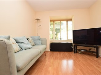 2 bedroom ground floor apartment in Crawley