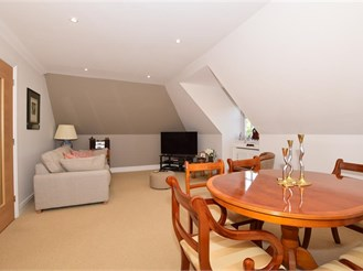 2 bedroom penthouse apartment in Banstead