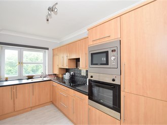 2 bedroom top floor apartment in Hove
