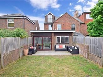 4 bedroom end of terrace house in Chichester
