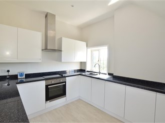 2 bed third floor apartment in Godstone