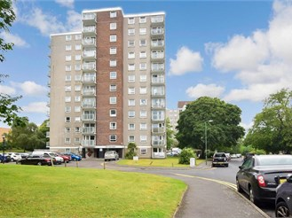 2 bedroom mid-floor apartment in Sutton