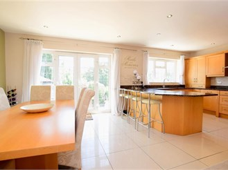 6 bedroom detached house in Woodingdean, Brighton