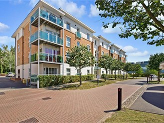 2 bedroom second floor apartment in Leatherhead