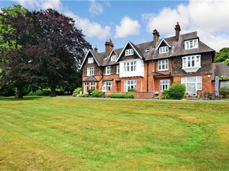 1 bed first floor flat in Chipstead