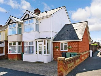 5 bedroom semi-detached house in Newport