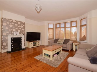 2 bed top floor maisonette in Wallington