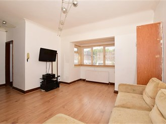 First floor studio apartment in Purley