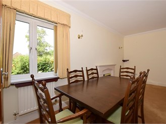 2 bedroom ground floor flat in Leatherhead
