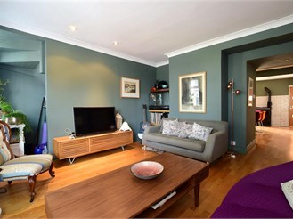 4 bedroom end of terrace house in Brighton