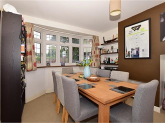 3 bedroom semi-detached house in Carshalton