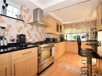 4 bed detached house in Shirley
