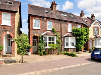 4 bedroom semi-detached house in Reigate