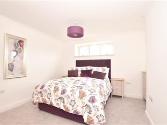 2 bed first floor apartment in Godstone