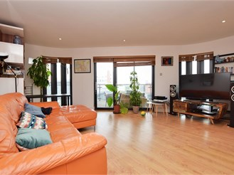 2 bedroom seventh floor flat in Croydon
