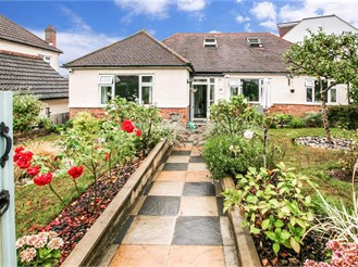 3 bedroom detached bungalow in South Croydon