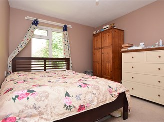 2 bedroom first floor apartment in Dorking