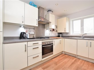4 bed terraced house in Oxted