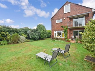 5 bedroom detached house in Hayling Island