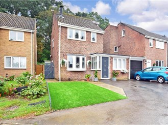 4 bedroom link-detached house in Crawley