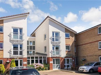 1 bed top floor flat in Ifield, Crawley