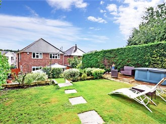 4 bedroom detached house in Leatherhead