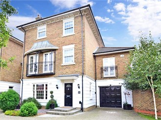5 bedroom detached house in Kings Hill, West Malling