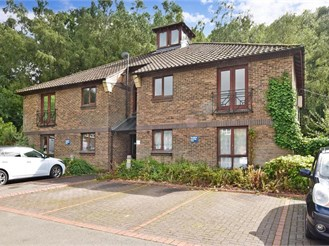 1 bed top floor apartment in North Holmwood, Dorking