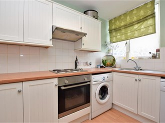 3 bed ground floor flat in Cranleigh