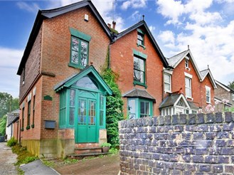 4 bedroom semi-detached house in Crowborough