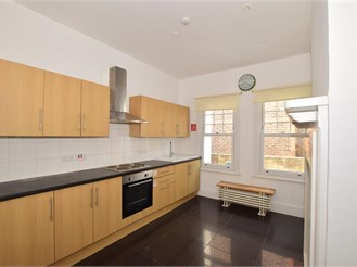 3 bedroom semi-detached house in Caterham