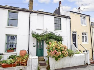 3 bedroom terraced house in Brighton
