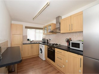 2 bed ground floor apartment in Sutton