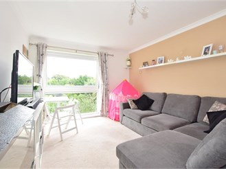 2 bedroom second floor flat in Burgess Hill