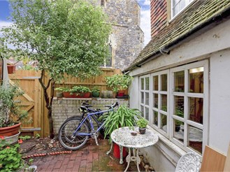 3 bedroom semi-detached house in Lewes